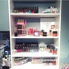 make up storage on the bookshelf