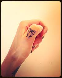 55 Cute Finger Tattoos Tattoo Finger Tattoos Bow Finger
