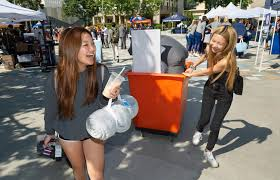 A father with a bullhorn exudes the Titan spirit on move-in day at Cal  State Fullerton – Orange County Register