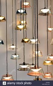 Viele Moderne Design Kronleuchter Mit Leuchtenden Lampen
