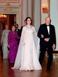 catherine ss of cambridge is ed into dinner by king harald v of norway at