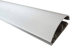Kabelkanal aus aluminium ansprechendes design eloxiert viele features die eine kabelverlegung deutlich erleichtern stange od. 1m Aluminium Fussboden Kabelkanal 70mm Breit Selbstklebend Aussenmass Amazon De Baumarkt