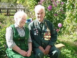 Охрана здоровья пожилого человека Пожилые люди это люди в возрасте 60 65 лет и старше люди которых принято называть люди третьего возраста люди на этапе активной свободной жизни после