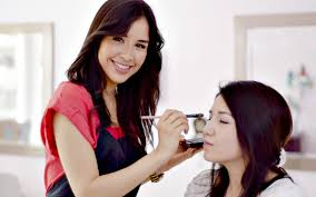 how to get lance makeup artist jobs qc makeup academy professional makeup artist applying makeup