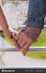 маленькие сердца закрыть руки хорошо возрасте пара небольшой