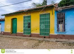 Gelbes Haus Mit Grüner Tür Und Fenster In Trinidad Kuba Stockbild