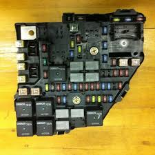 fuses fuse holders for page 31 of or sell auto parts 2004 cadillac srx 4 6l engine bay fuse box 25771740