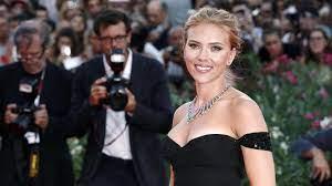 Scarlett Johansson, Jennifer Aniston ...