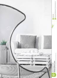 Moderne Stoel In Comfortabele Woonkamer Stock Afbeelding