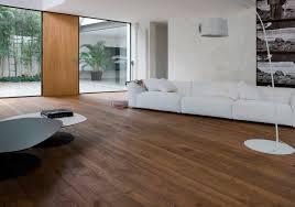 Pavimento scuro pareti: colore pareti cucina rovere chiaro