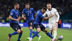 Italia Inghilterra invasione di campo a EURO 2020 - VIDEO