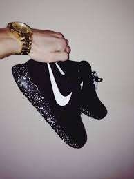 nike running shoes for girls black and white. nike roshe run trainers black sole and white running shoes for girls