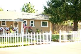 Vinyl picket fence front yard Old Vinyl White Picket Fence Cost Front Yard Fence Front Yard Fence Ideas White Picket Front Yard Fence Janharveymusiccom White Picket Fence Cost White Vinyl Picket Fence Cost Per Foot
