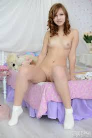 Free teenage nude picture