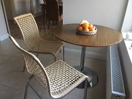 moving round table and 2 chairs