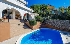 w outdoor swimming pool and 4 bedrooms