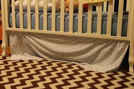 after browsing the yhl site and finding their tutorial i think that we can make our own crib skirt it obviously won t be quite traditional