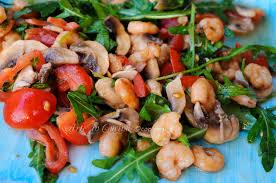 Risultati immagini per insalate con pesce e pomodorini