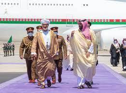 لماذا اختار السلطان هيثم بن طارق السعودية أوّل وجهة خارجية منذ توليه الحكم!؟