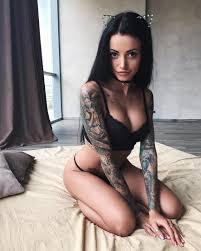 татуированная клубничка