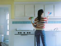 spray paint kitchen cabinetsHow to Spray Paint Kitchen Cabinets