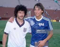 England striker Gary Lineker , wearing a USA shirt which he has... Foto di  attualità - Getty Images