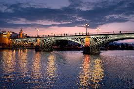 El Puente de Triana en el atardecer bilaketarekin bat datozen irudiak