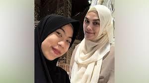 Ia mengaku sedang mendalami agama. Ramadan 2020 Luna Maya Buat Program Cari Ilmu Menjelang Berbuka Ramadan Tempo Co
