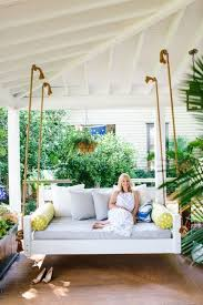 8 Pretty Swing Daybed Ideas that Have Us Longing for Summer | Porch swings,  Daybed and Porch