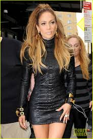 Jennifer Lopez Sleeps with 'The Boy Next Door' in Sexy Trailer ...