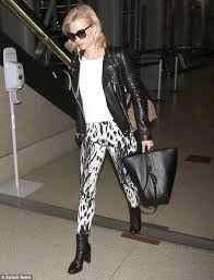 wild thing january jones ditched her glamorous mad men alter ego betty dr s usual