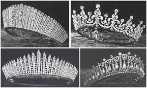 تيجان ملكية  امبراطورية فاخرة Images?q=tbn:ANd9GcSmCJrhmTlzhmBM7yBrBXdFNHN41FrWU3IJ7GmW1x_HyfaLgnZ4kQ
