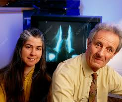 Drs Robert & Jan Knight and bioluminescent piddock - Stock Image -  H411/0064 - Science Photo Library