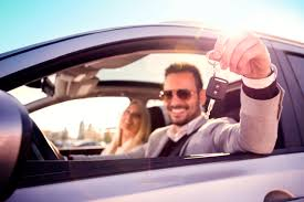 how much you earn each year doesn t factor into your auto insurance rate however insurance companies do consider your credit score when elishing your