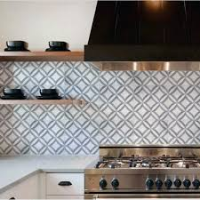 grey and white pattern kitchen backsplash design