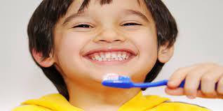 Dạy bé đánh răng đúng cách dễ dàng bằng