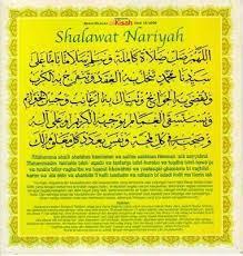 Ya allah, limpahkanlah shalawat yang sempurna dan curahkanlah salam kesejahteraan yang penuh kepada junjungan kami nabi muhammad, yang dengan sebab beliau semua kesulitan dapat terpecahkan, semua kesusahan dapat dilenyapkan, semua keperluan dapat terpenuhi, dan semua yang didambakan serta husnul khatimah dapat diraih, dan berkat dirinya yang mulia hujanpun turun, dan. Fadhilah Sholawat Nariyah Catatan Fazilat Amal