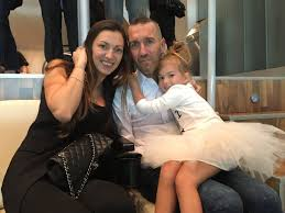 """Bernd Fisa on Twitter: """"Fernando #Ricksen, his wife @RicksenVeronika and  his daughter Isabella have arrived at the Bernabeum. @realmadrid  @LaClaveMendes Fight #ALS… https://t.co/Dpq5Yt878L"""""""