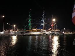 nave scuola amerigo vespucci di notte illuminata luci tricolore (2) -  Livornopress