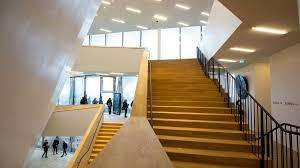 Die länge eines schrittes ist 60 bis. Hamburg 34 Sturze Von Konzertbesuchern In Der Elbphilharmonie