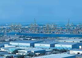 الاستثمار في دبي جبل علي .. أهمية جبل عليإنها أحد أكثر أماكن الاستثمار في  دبي حيث انه يوجد به أكبر الموانئ وهو ميناء جبل علي وه… | New york skyline,  Skyline, Travel