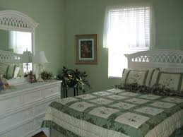 Small Bedroom Paint Color Good Colors For Small Bedrooms Monfaso