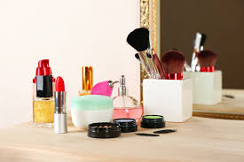 a makeup box is a woman s most adored possession no matter how carefully you had applied your makeup after a few hours it tends to fade away or even