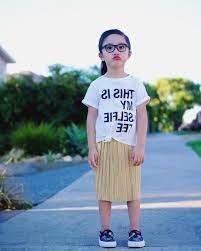 Cô bé 3 tuổi tự phối đồ cực chất tiếp tục là gương mặt truyền cảm hứng mặc  đẹp cho các mẹ sinh con gái