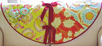 sew4home wedge tree skirt (click here for source: https://sew4home ... & All Free SewIng Simply Quilted Patchwork Tree Skirt Adamdwight.com