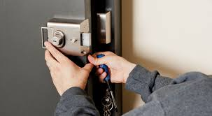 locksmith working. What Should Actually Be Offered By A Locksmith To The Customer? Working T