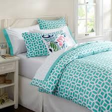 Modern Bedroom Design with Trendy Teenager Girls Bed, Teal White Quatrefoil  Pattern Bedding Sets,