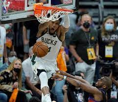 Epic Holiday-to-Giannis alley-oop wows ...