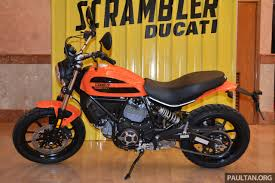 2016 ducati scrambler sixty2 first look at ducati s 400 cc pop