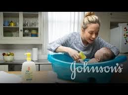 How to Bathe a Newborn Baby | JOHNSONS® - YouTube